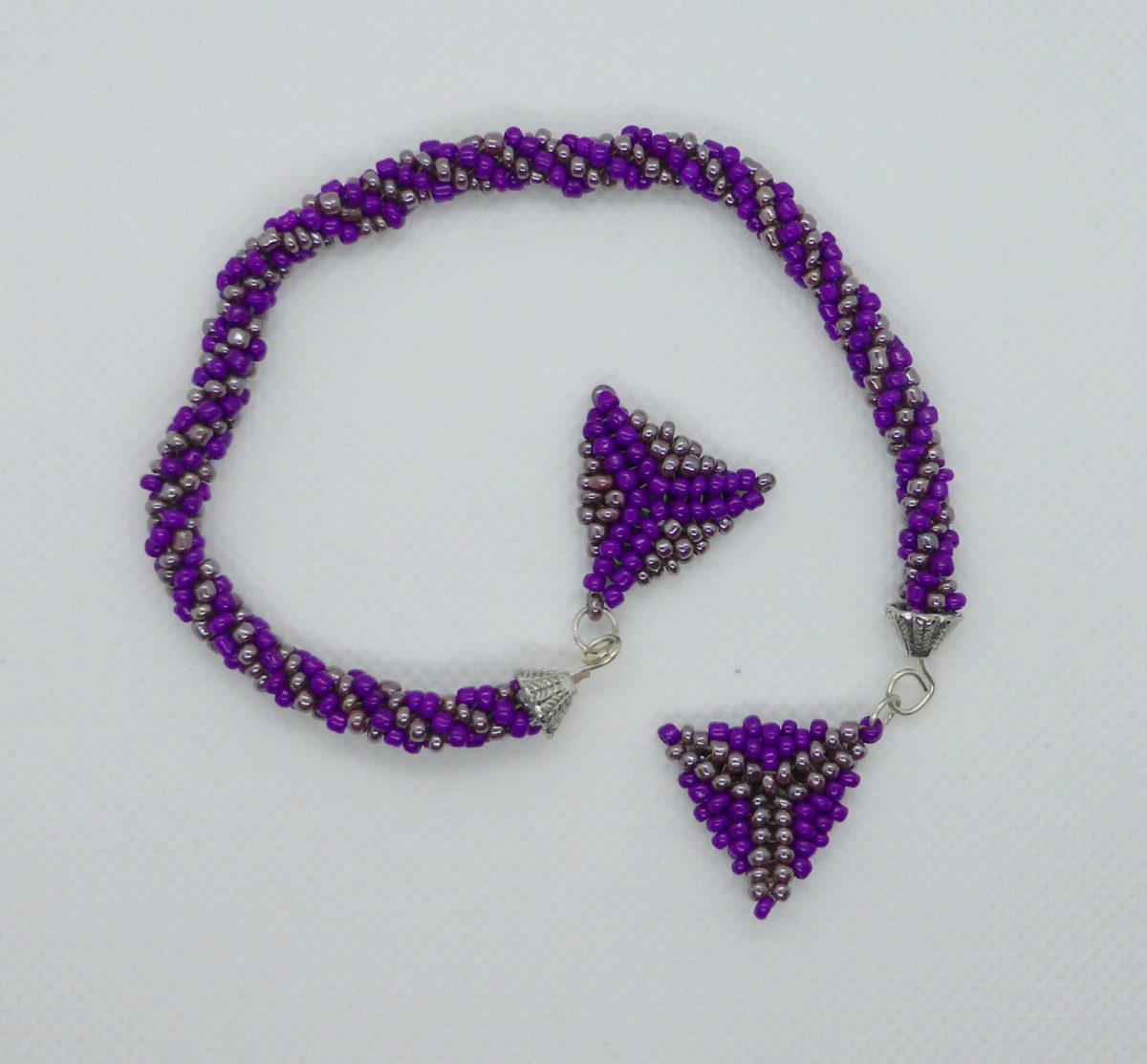 Ljubičasta ogrlica donji deo