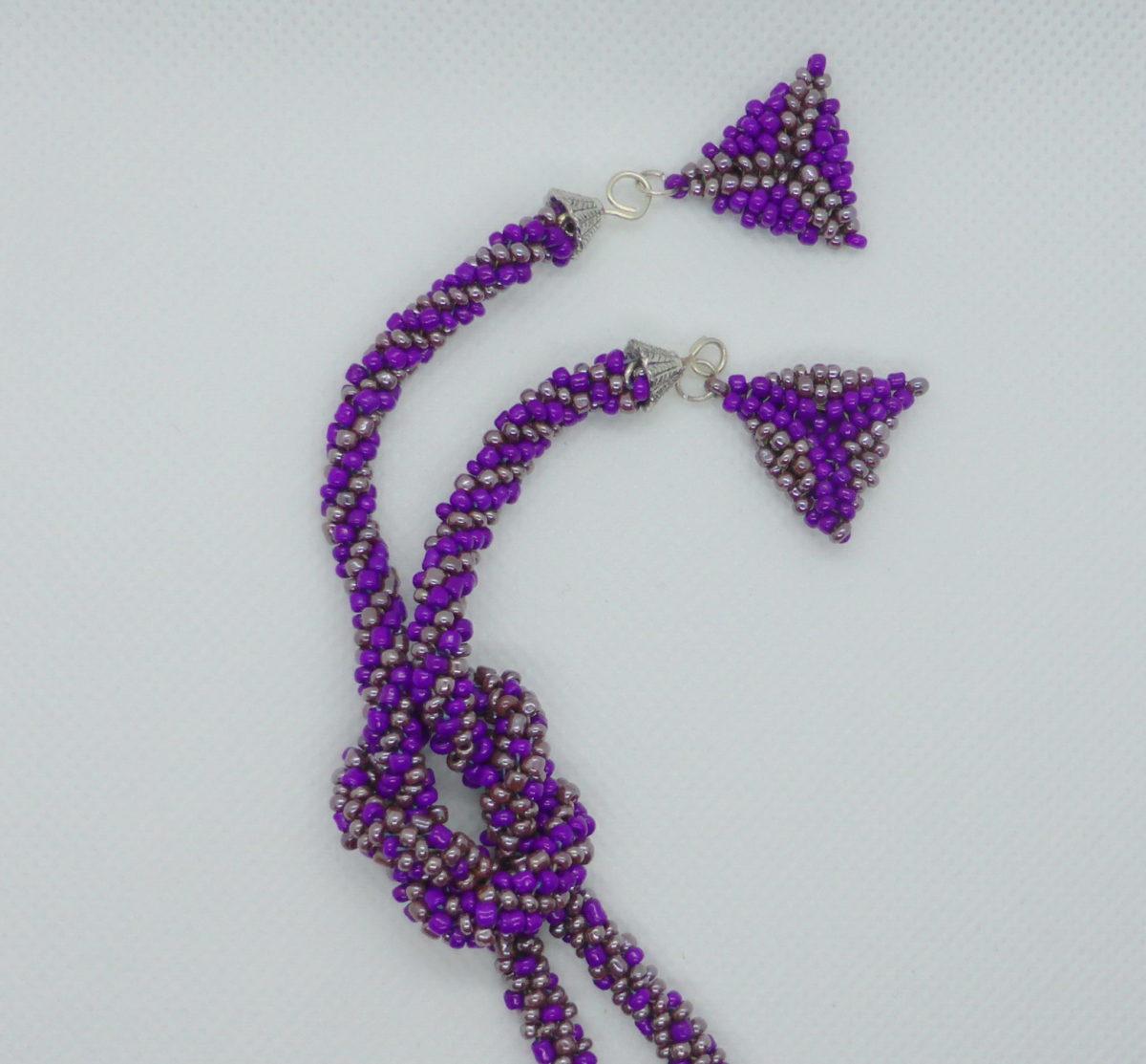 Ljubičasta ogrlica donji deo povezan