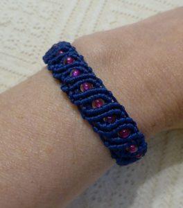 Makrame narukvica Wavy with beads