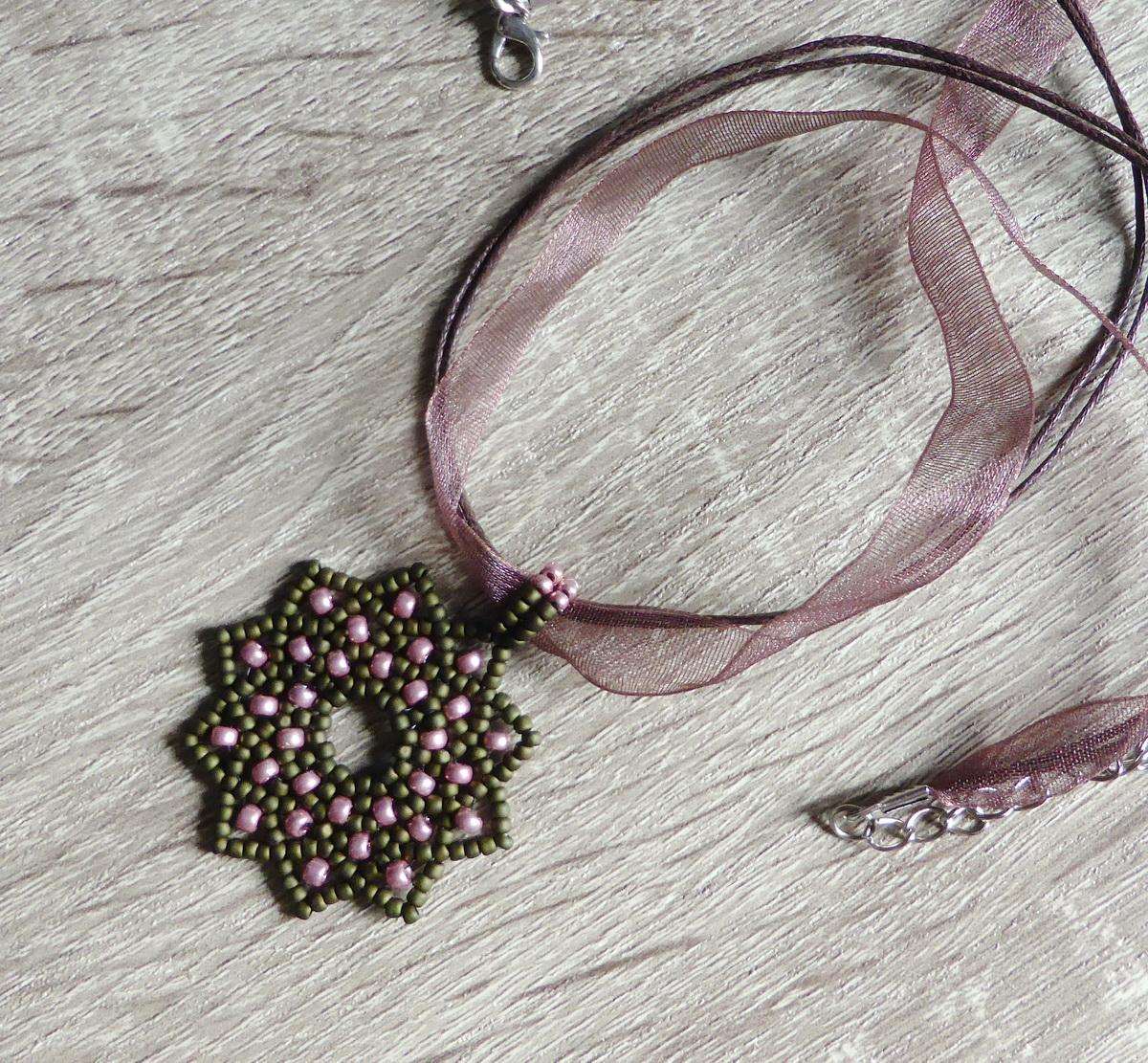 Čipkasta zvezda - privezak od perlica